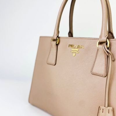 Do you Rate or Hate this Prada Tote? ✨⁠ ⁠ It's an ideal design for dawn to dusk plans when you need something to see you through working and playing 👜⁠ ⁠ #prada #pradatote #totebag #pradabag #gold #handbagclinic #uk #slowfashion #interchangeable #slowfashioninspo #sustainablefashion #sustainablestyle #kimkardashian #royalty #pradafashion #pradastyle #designerinspired