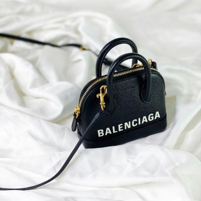 Mini Balenciaga... we couldn't be more obsessed with this micro design! 🖤⁠ ⁠ We make handbag contact (before eye contact) and we know we'd instantly be besties with anyone wearing this! ✨⁠ ⁠ ⁠ ⁠ ⁠ ⁠ ⁠ #balenciaga #balenciagabag #blackbag #designerlover #designerinspired #neutralaesthetic #neutraltones #simplicity #sleek #minimalfashion #streetstyle #streetwear #handbagclinic #buydesginer #tiktok #asseenonme
